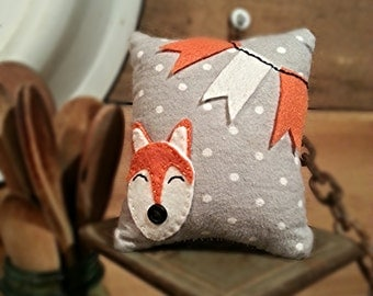 Fox Pillow with customizable BUNTING colors!! YOU PICK!!! Soft decorative pillow.