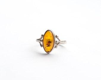 Vintage Silver ring with fine Amber gem.    US Size 7........UK Size O