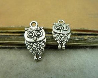 Bulk- 50pcs  9x18mm Antique Silver Lovely Owl Charm Pendant. c4953