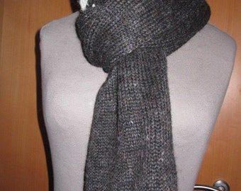 Handmade scarf from Lopi with tradional Icelandic pattern.