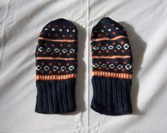 Vintage 1950's - Hand knit Wool Latvian Mittens -- made in Latvia - Nordic Colorful Mittens Handmade