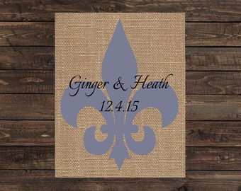 Personalized Burlap Print Fleur De Lis Wedding Decoration / Wedding Gift / Home Decor (#1418B)