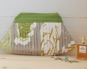 Clutch Bag Millefoglie (Elegant clutch bag made in a pleated canvas in brown, green, yellow and grey colors.)