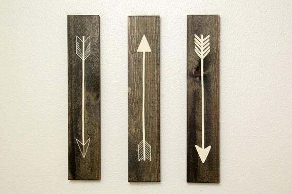 rustic flying arrows wall decor 3 piece set. Black Bedroom Furniture Sets. Home Design Ideas
