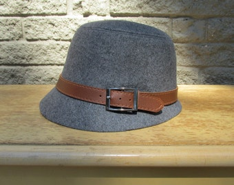 1930s & 1940s Vintage Styled Ladies Hat, Gray with Brown Belt