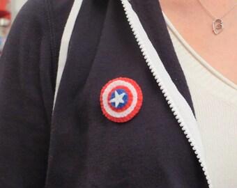 Broche, bouclier de Captain America, captain America shield, en feutrine, broche de super héros, super hero brooch, bijoux geek