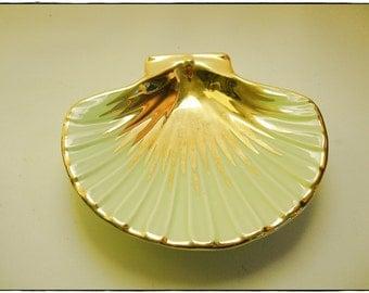 Porte-savon en faïence vert et or, forme coquille Saint Jacques, faïence vintage français, vide-poche, années 1950