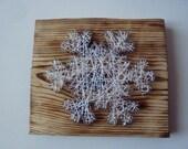 articles similaires tableau flocon de neige clou et fil de nylon blanc sur bois br l bross. Black Bedroom Furniture Sets. Home Design Ideas