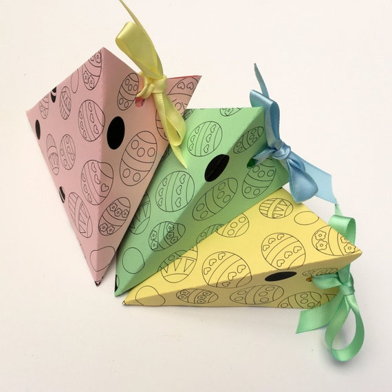 Easter eggs triangle gift box template by mypaperplanetcrafts for Design your own egg boxes