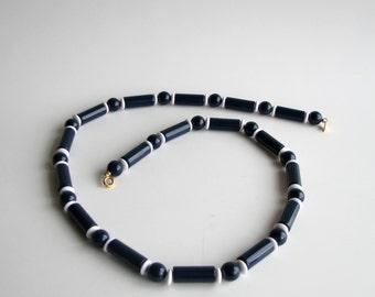 SALE vintage blue & white beaded strand Trifari necklace . vintage Trifari costume jewelry . layering necklace
