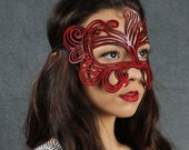 Muse leather mask in red