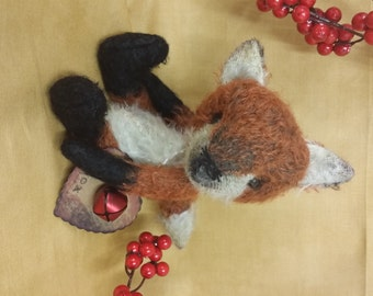 Ringo the fox E pattern of a 8.5 inch mohair fox