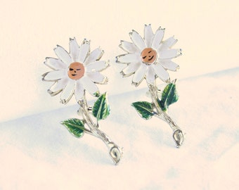 Happy Daisy Brooch Pins Lot of 2 Vintage 1970s Happy Smiling Flower Power Figural Pins Enamel Goldtone