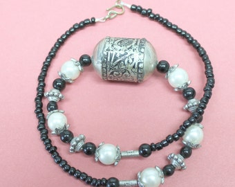 Vintage antique silver necklace,white and black beads, antique silver bead, white faux pearls, black sead beads,antique silver necklace,