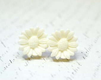 Large White Daisy Stud Earrings / Simple Floral Studs / White Blossom Feminine Romantic Post Earrings, Botanical Flower Jewelry
