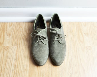 Shoes Oxfords Flats / Suede Olive Green / Pointed Toe / Pixie Granny / 70s Vintage / Size 7 N / Euro 37.5