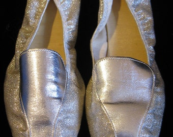 Vintage 60s Sparkly Silver Hostess Slippers, Size 8 - 8 1/2