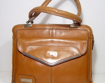 1970s caramel leather handbag purse - lots of pockets and zippers - triple compartment - bohemian bag