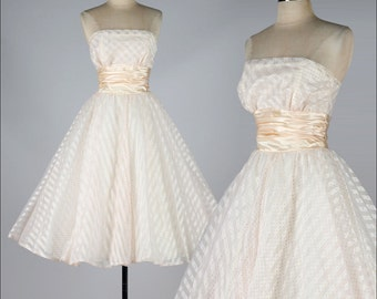 vintage 1950s  dress . blush pink strapless . 4300