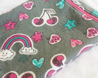 Wetbag - Medium 10 x 13 inch Happy Clouds - Swimsuit Bag - Cloth Diapers - Mama Cloth - Cloth pads