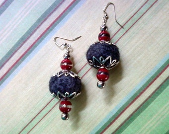 Gray and Red Earrings (1589)