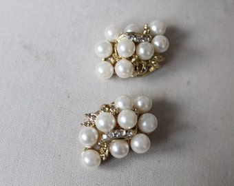 Beautiful gold color   buckle with pearls and rhinestones   2 pieces listing