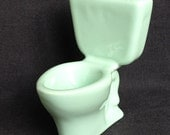 Got to pee ? Vintage mini bathroom lavatory. Retro mid century miniature toilet seat.