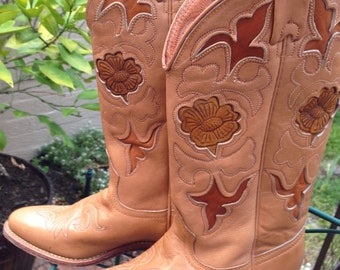 Further 5% Off Sale. Vintage Western Boots Cowboy Boots. Texas. US size 6.5 M. Gorgeous inlay floral works. Mint Vintage