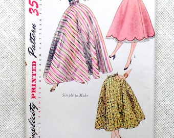 Vintage Pattern Simplicity 3881 Sewing pattern 1950s 1952 full skirt Waist 26 Rockabilly High waist Felt Poodle Quilted Scalloped hem Circle