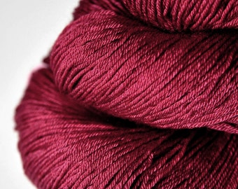 Overripe raspberry - Merino/Silk Fingering Yarn Superwash
