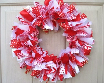 Christmas Wreath, Holiday Wreaths, Wreaths for Holiday Decor, Red White Christmas Wreaths, Christmas Ribbon Fabric Rag Wreath