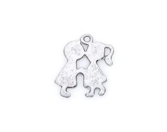 8 Silver Metal BOY and GIRL KISSING Charms or Pendants chs1472