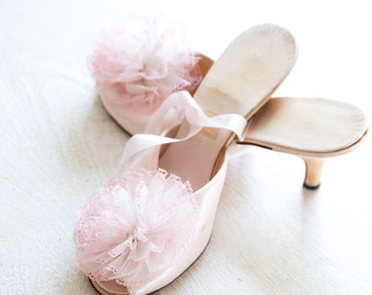 1940's DANIEL GREEN. Size 6M. // Pink Satin, Comfy Slippers with Pink Tulle Bows.