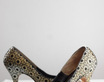 50s Heels. SIZE 7 8 // Embroidered Black Lace.