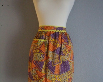 Vintage Patchwork Orange / Purple Half Apron. Housewife Apron. Psychedelic Apron. Paisley Pattern Fabric. 70s Apron. Housewife Apparel.