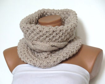 Chunky Infinity Cowl - Hand Knitted Unisex Scarf - Light Beige