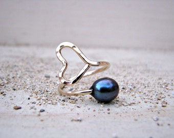 Gold Heart Ring, Heart Pearl Ring, Black Pearl Ring, Hammered Gold Ring, Adjustable Ring, Wire-Wrapped Ring,
