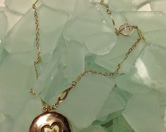 CAVIAR DREAMS Vintage Guilloche Rose Gold Filled Heart Round Locket Rose Chalecedony Wire Wrapped Chain - 20""