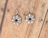 Bundt pan earrings, cake pan earrings, silver bundt pan, baking jewelry, 3D earrings, gift for baker, metal charm, dangle, nickel free