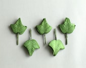 50 Small Paper Ivy Leaves with Wire Stems (Light green) - Made of mulberry paper - Ideal for scrapbooking & boutonniere