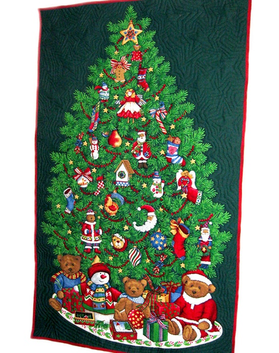 Christmas tree wall hanging quilted on the edges of