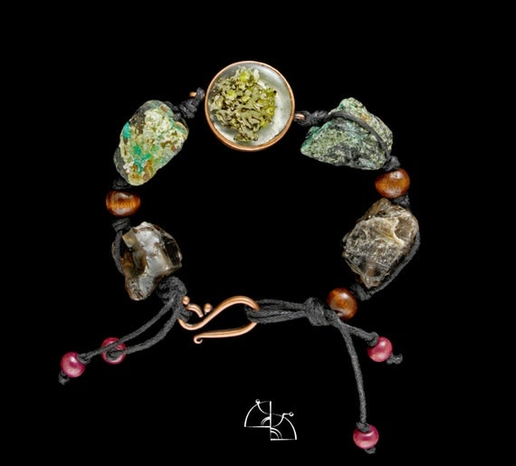 Moss on the stone. Jewelry Set. Boho bracelet and earrings with jewelry resin and moss, quartz and malachite,.
