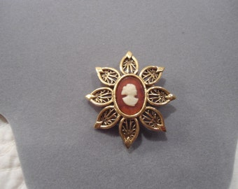 Victorian Cameo Brooch gold tone filigree lady cameo costume jewelry pin broach vintage