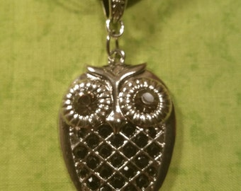 Rhinestone Owl Necklace - Silver Tone