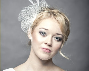 Wedding fascinator made od veiling and delicate feathers,ivory bridal headpiece with feathers, delicate veiling