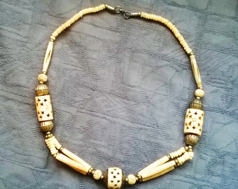 Ethnic faux bone necklace with pierced star decoration