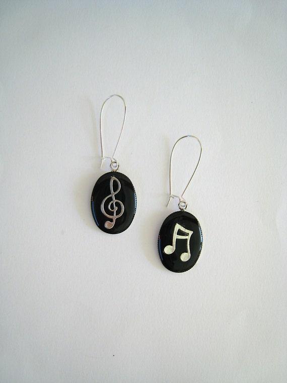 Music earrings, treble clef music note earrings, black long earrings, musician jewelry, jazz rock dancer singer jewelry, music teacher gift