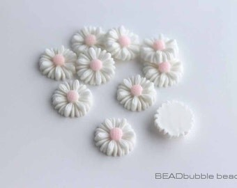 White Resin Daisy Flower Cabochons 13mm Flat Back Pack of 15 (CAB318)