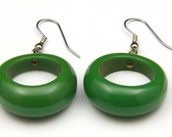 Vintage Retro Green Plastic Dangle Hoop Earrings Mod Jewelry