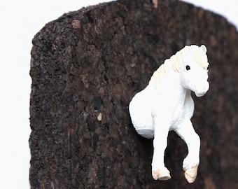 """Pushpin """"White horse"""""""